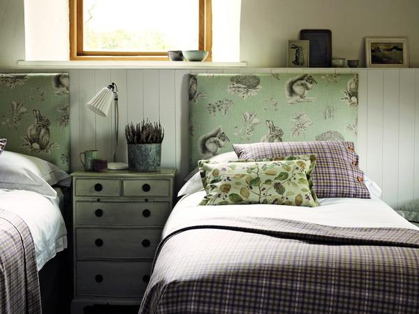 THIBAUT_3_Squirrel_and_Hedgehog_FB_Headboard_Mid_Detail_G3_med
