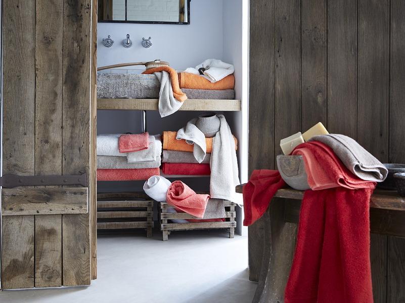 bathroom-bath-towels-featured-essentials-alexandre-turpault